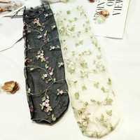 Medias de encaje de malla con flores bordadas