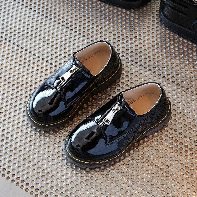 Весной новый детская обувь мальчиков обувь для девочек удобные лакированной кожи девушки туфли дети Британский стиль мальчиков, платья, обувь дети