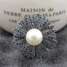 Free Shipping Beautiful Full Stone Flower With White Pearl Brooch
