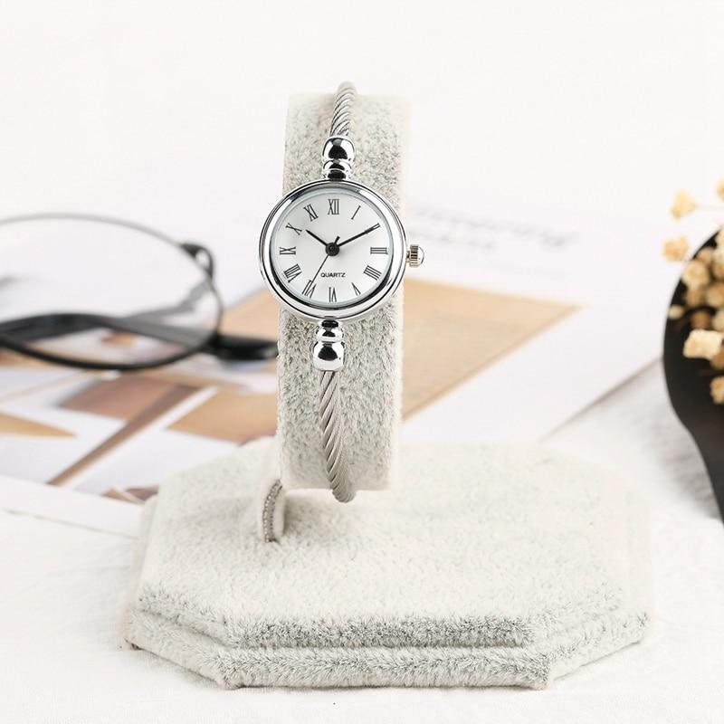 Unique Women Bracelet Watch Little Smooth Dial Top Luxury Silver Slim Strap Korean Retro Art Female Clock Quartz Watch Gift Hour 2018 2019 (21)