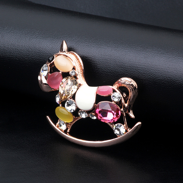 Novo Design UVOGUE Top Rosa Banhado A Ouro de Jóias Por Atacado de Moda Na Moda Do Vintage Cor Cristal Opal Trojans Mulheres Broches