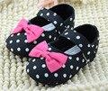 Девочки обувь черные в белый горошек и боути детская обувь prewalkers маленькие девочки детская кровать в обувь nonslip zapatillas
