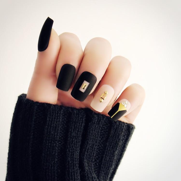 Japanese matte black with rivet decoration 3D fake nails Cute pure ...