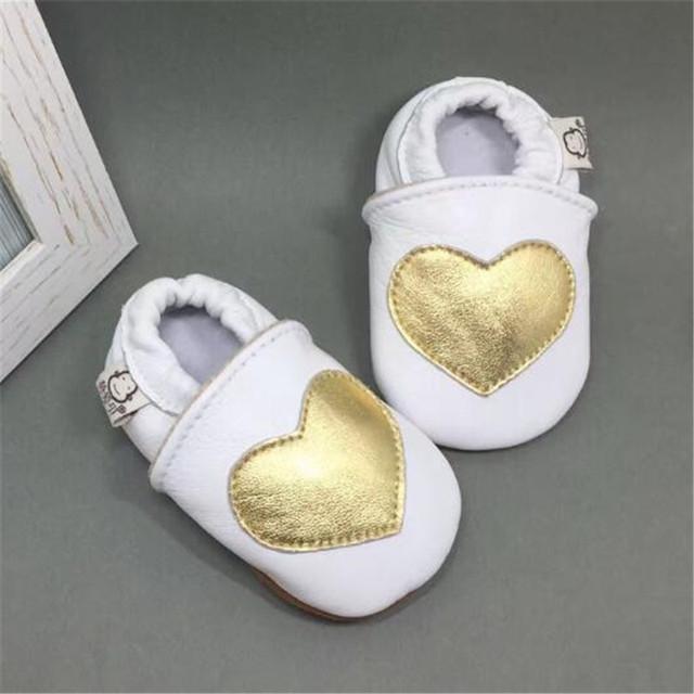 Suave 100% Muchacha Del Niño Zapatos En Forma de Corazón de Cuero Genuino Slip-on Zapatos de Bebé Muchachos Primer Caminante calzado infantil Scarpe Bimbo