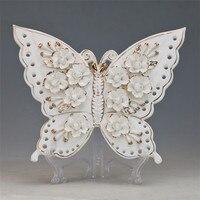 Creativo bianco ornamenti di ceramica fiori fatti a mano con linee d'oro di figura della farfalla piatto decorativo per modern home decorazioni