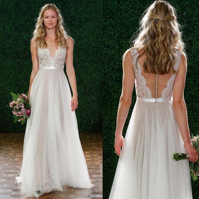 V צוואר תחרה & טול ארוך חוף חתונת שמלות רצפת אורך שרוולים גריי הכלה שמלת אשליה חזרה עם כפתורים
