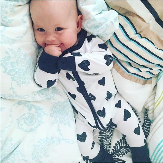 2018 Spring Summer Baby Rompers Love Lips Print Jumpsuit Baby Toddler Boys Girls Long Sleeve Zipper Jumpsuit Infant Kids Clothes autumn winter baby clothes toddler boys girls rompers one piece letter printed long sleeve jumpsuit kids baby outfits clothing