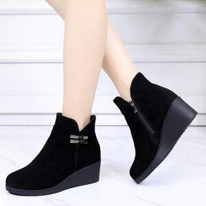 Image 3 - GKTINOO 2020 hakiki deri sıcak kışlık bot ayakkabı kadın yarım çizmeler kadın takozlar kadın çizme platform ayakkabılar