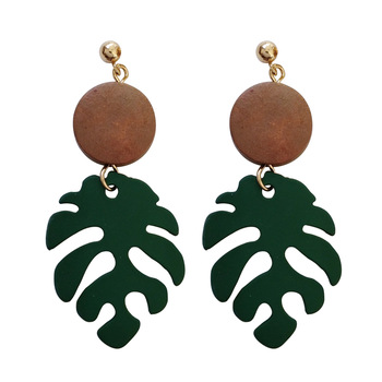 Retro wood leaves earrings 1