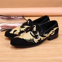 New Luxury Black Red Suede Men Dress Shoes Club Loafers Man Party Wedding Shoes Gold Embroidery