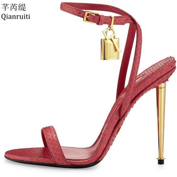 Qianruiti or argent cuir talons hauts gladiateur sandales bride à la cheville cadenas femmes pompes bout ouvert métal talons femmes chaussures