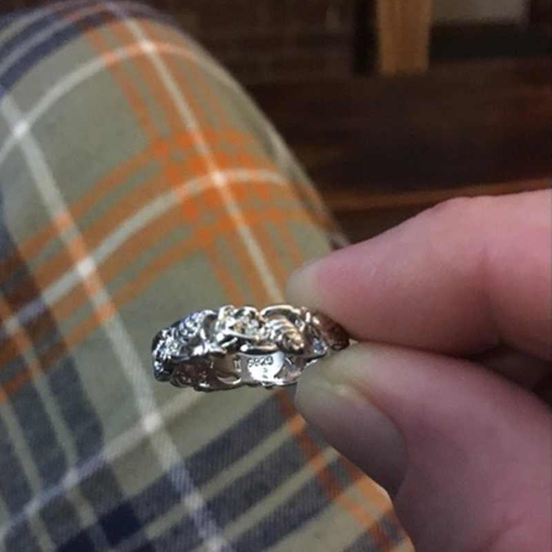 OMHXZJ ขายส่งยุโรปผู้หญิงผู้หญิงแฟชั่นผู้หญิงงานแต่งงานของขวัญดอกไม้สีขาวกลวงใบแหวนเงิน 925 RR175