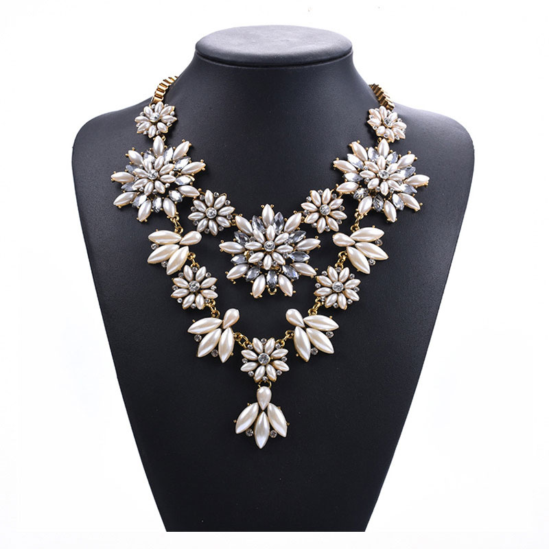 Luxury Flash Crystal Short Pearl Clavicle Necklace Exaggerated Female Fashion Vintage Boutique Necklace in Chain Necklaces from Jewelry Accessories