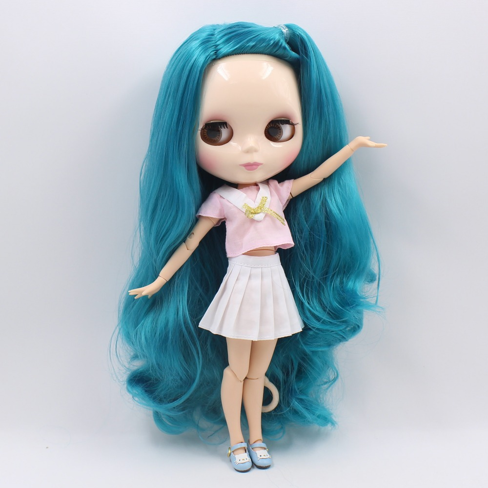 Neo Blythe Doll with Turquoise Hair, White Skin, Shiny Face & Jointed Body 4
