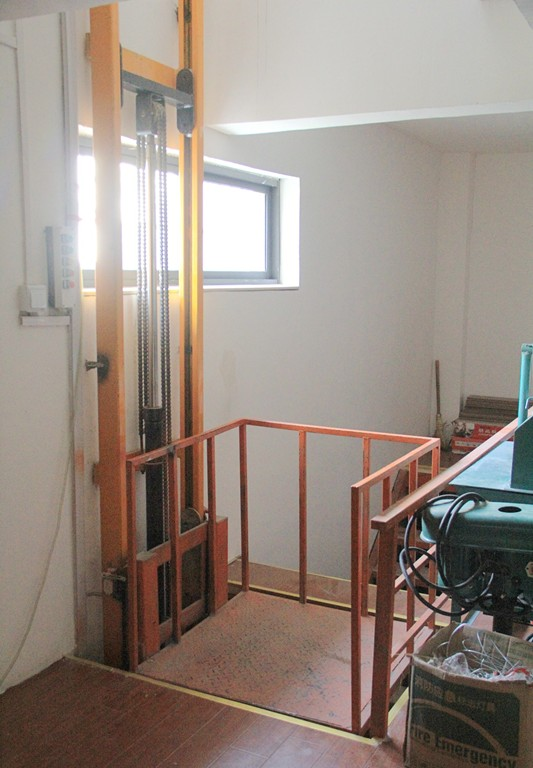Simple household small hydraulic freight elevator
