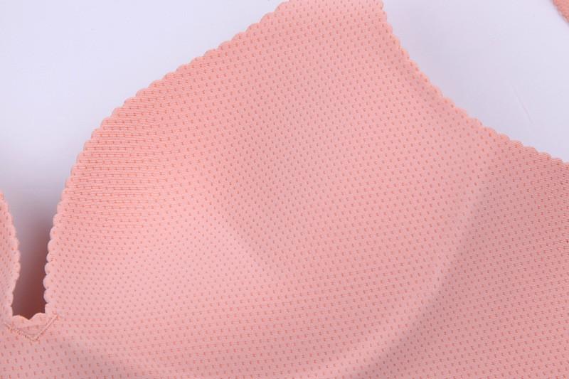 Asjalikud õmblusteta rinnahoidjad