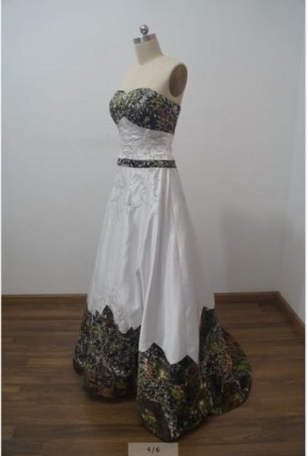 db9d24a7486 iLoveWedding A-Line White Camo Wedding Dresses Sleeveless Sweetheart Lace  Up Camouflage Embroidery Sequined Bride
