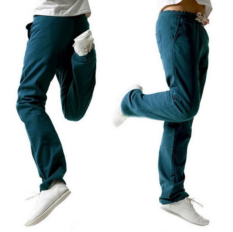Pantalon pour hommes en lin et coton bleu canard, en mouvement