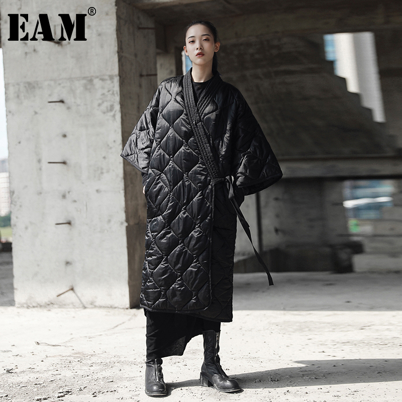 [EAM] 2020 New Spring Autumn V-collar Three-quarter Sleeve Solid Color Bandage Cotton-padded Big Size Coat Women Fashion JD18601