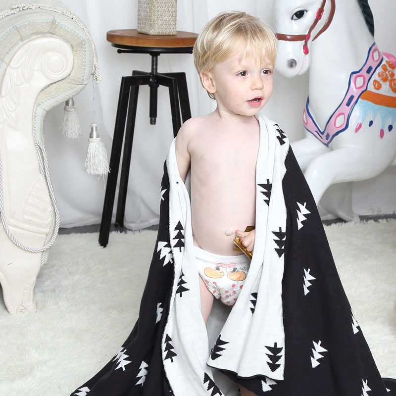 2017 New Arrivals Christmas Tree and Elk Blanket 100% Cotton Cute Knitted Bedspread For Sofa/Bed/Home/Gifts 2 Size