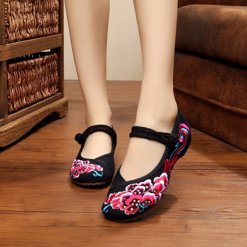 Big Size 35-41 New Summer Woman Flower Embroidery Casual Shoes Women's Old Beijing Cotton Cloth Soft Canvas Flats Dancing