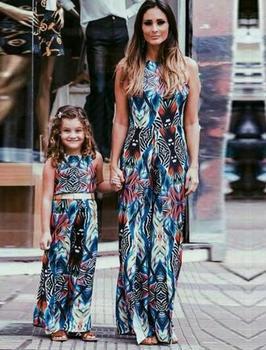 e711948512 Familia coincidentes trajes madre hija vestidos de las muchachas del bebé  sin mangas ropa para niños padres verano