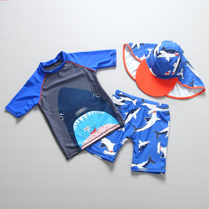 Image 3 - ملابس سباحة للأطفال موضة صيف 2019 بدلة استحمام للأطفال الأولاد بدلة استحمام مطبوعة على شكل قرش من قطعتين طفح الحرس مع قبعة ملابس سباحة للأطفال زي للشاطئ