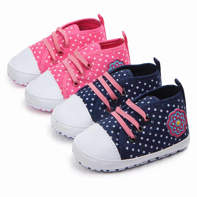 Модные 1 пара в горошек Впервые Уокер Девушка Обувь для младенцев, цветок  детские мягкие кровать 41763f2c3ae