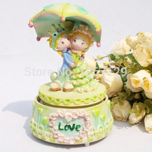 Prince and princess of love romantic wedding umbrella rotating music box
