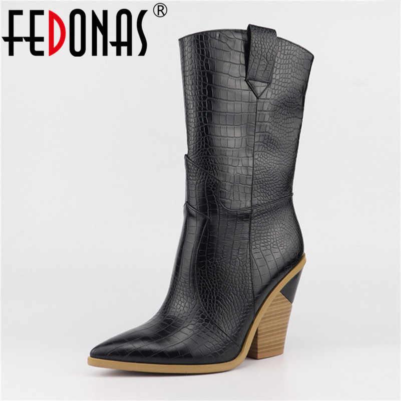 FEDONAS Yeni Kadın Mikrofiber Deri Orta buzağı Çizmeler Seksi Sivri Burun Sonbahar Kış Çizmeler Bayanlar Takozlar yarım çizmeler Ayakkabı Kadın