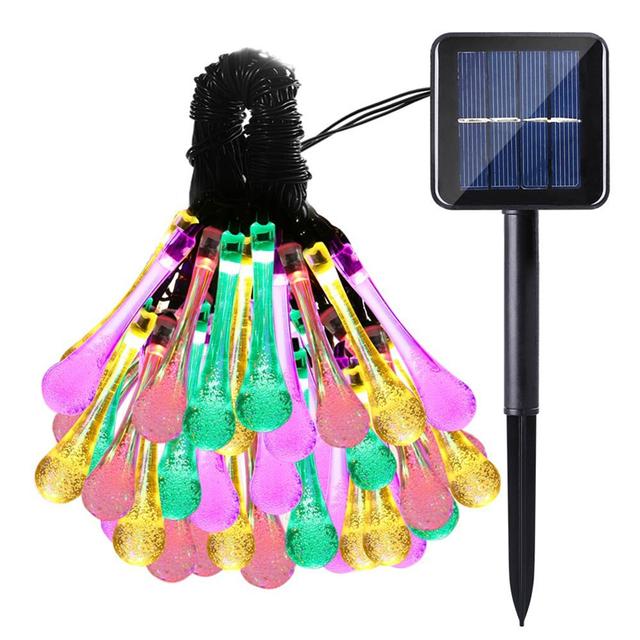 lederTEK Lámparas de Gotas de Agua de 30 Led de Luz de Varios Colores con Energía Solar para Navidad, Patio, Jardín, Terraza y Todas las Decoraciones [Clase de eficiencia energética A++]