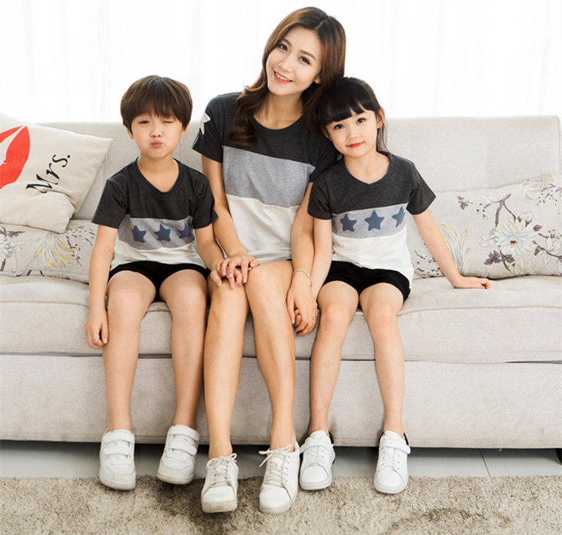 HTB1bKeZi2NNTKJjSspeq6ySwpXaO - Family Look Summer style Short-sleeve Star T-shirt For Mother Daughter And Father Son Clothes Family Matching Clothes