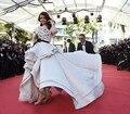 2015 de Cine de Cannes Aishwarya Rai Alto Bajo Blanco y Negro Moda Vestidos de La Celebridad Vestido de Noche de Famosos Vestidos de la Alfombra Roja