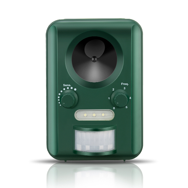 Free shipping Solar Electronic with flashing ultrasonic animal repeller  Birds Dogs Cats Fox Deer Repellent Deterrent Scare title=