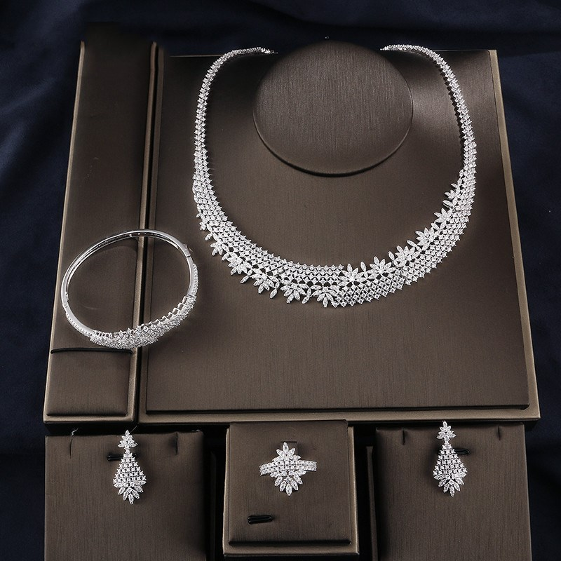 European and American fashion luxury exaggerated jewelry sets of jewelry Wedding Bridal Party Jewelry Set Dress Up the wedding dress 300 years of bridal fashions