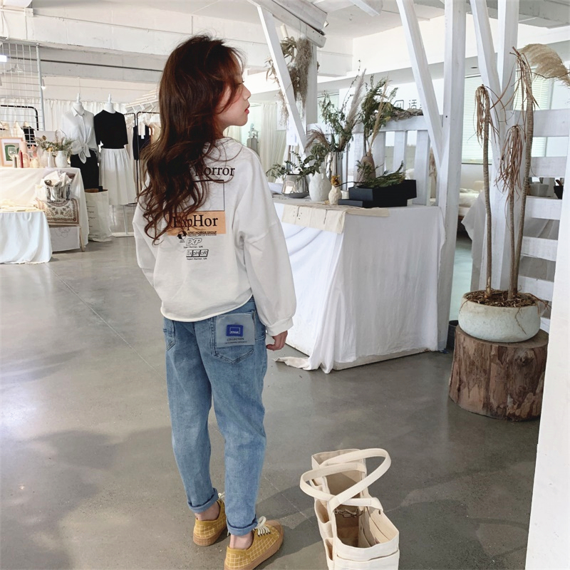 Image 2 - 4 13 years old girls Jeans spring Fashion children's trousers washed Classic blue all match pants Cotton to send waist bag belt-in Jeans from Mother & Kids