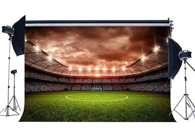 サッカーフィールド背景屋内スタジアムボケ舞台照明緑の草草原スポーツの試合の学校の背景