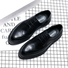 2019 spring and winter mens formal dress Brock carved Korean version pointed patent leather tide casual shoes Yasilaiya