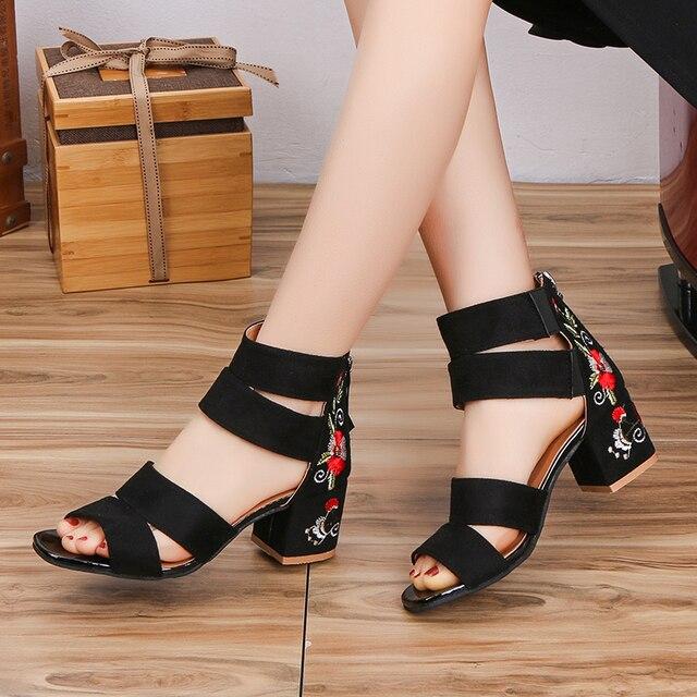 Lucyever 2019 Bordados Mulheres Verão Sandálias de Flores Quadrados Sapatos de Salto Alto Cinta Fivela Casuais Sandálias Gladiador para a Mulher