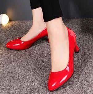 Bombas de las mujeres zapatos de tacón medio rojo beige negro blanco clásico toe point charol DS067 sexy baile del banquete de boda bombas!