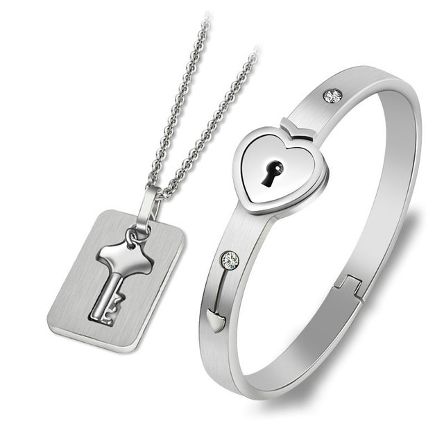 A Couple Lovers Jewelry...