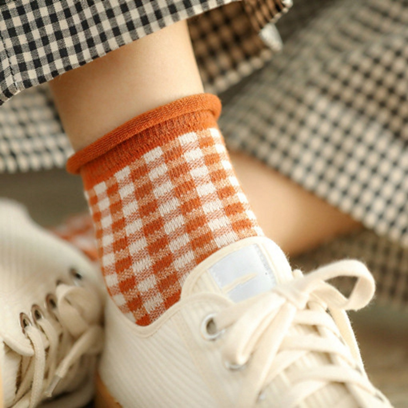 Fashion Lattice Plaid Cotton Women Socks Fashion Lady Style Cute Checked Grid Socks Spring Autumn Winter Lovely Color Socks