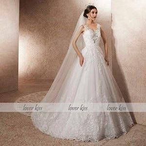 Image 2 - Amante beijo vestido de noiva de luxo com trem a linha strass pérolas v pescoço laço vestido de noiva robe de mariage
