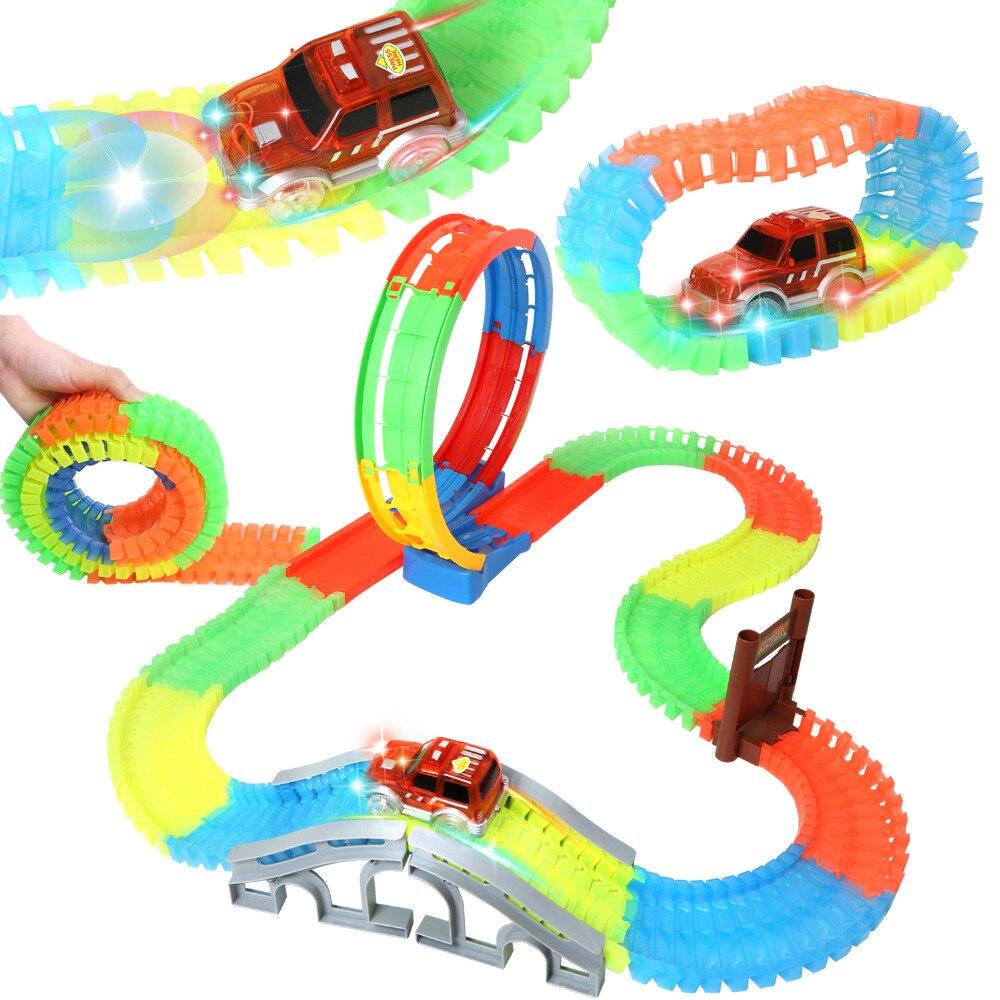 133 pièces piste de course lumineuse magique lueur dans le noir piste de voiture de course Flexible avec éclairage LED voiture jouets véhicules (7296)
