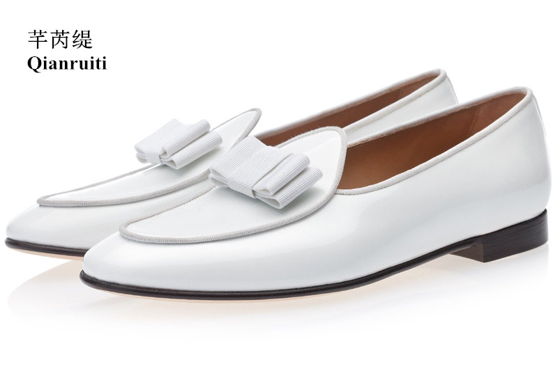Qianruiti 2019 Men Patent White Bowknot Shoes Slip-on Belgian Style loafers Wedding Flats Handmade Men Dress Shoes EU39-EU46 qianruiti men alligator gold loafers metal toe business wedding oxfords high quality lace up slippers men dress shoe eu39 eu46