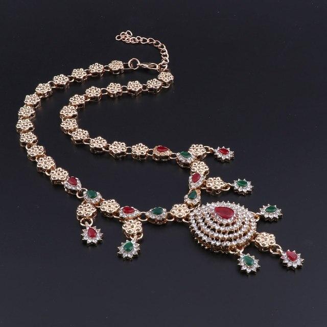 Комплект ювелирных изделий в африканском стиле золотого цвета
