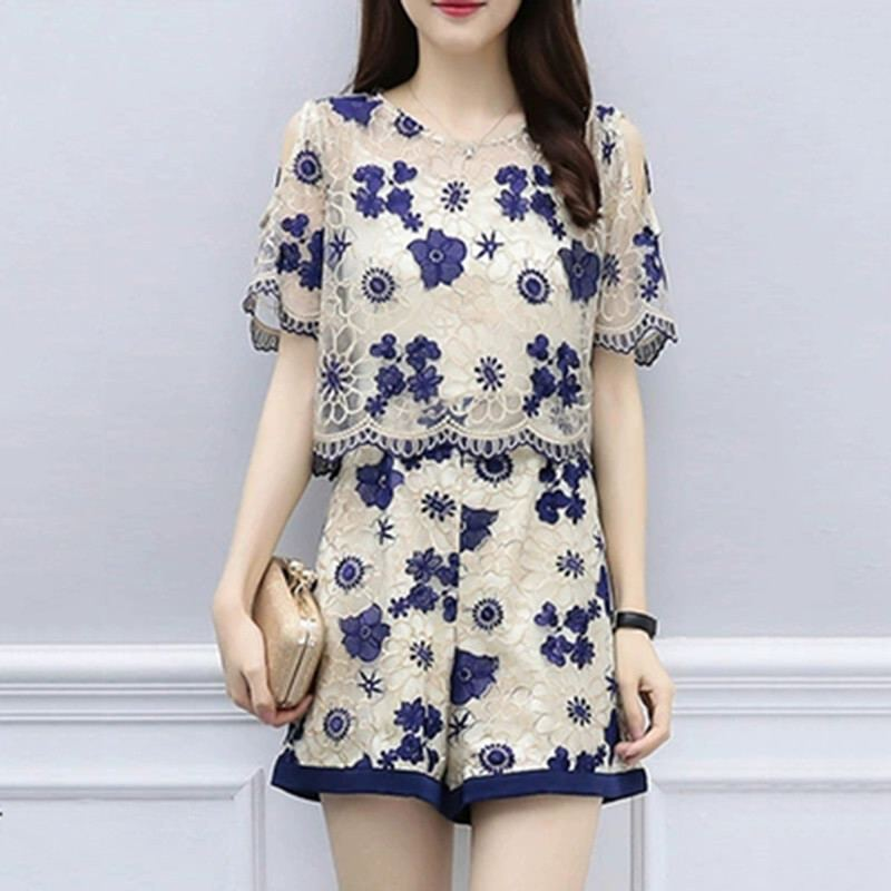 2019 New Summer Women Elegane Embroidery Flower Off Shoulder Ruffles Shirt+Loose Mini Short Lace Suit Lady Sweet Casual Set Z202