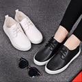 Женщины повседневная круглый носок белый плоские туфли леди мило весной и лето кожа pu квартиры женский досуг зашнуровать обувь студент обувь