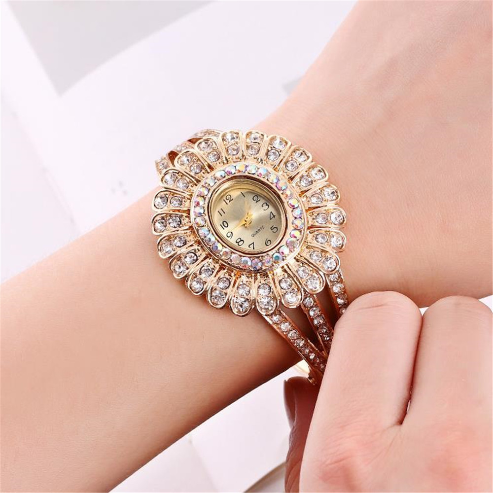 Women's Diamond Fashion Quartz Bracelet Watch Fashion Jewelry Bracelet Student Table