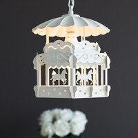 북유럽 현대적인 미니 멀리 즘 회전 목마 어린이 방 샹들리에 창조적 인 성격 거실 침실 공주 램프 우표 무료